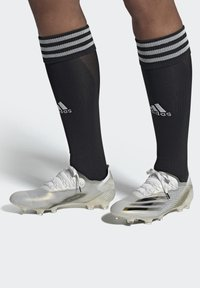 adidas Performance - X GHOSTED.1 FOOTBALL BOOTS FIRM GROUND - Fodboldstøvler m/ faste knobber - ftwwht/cblack/metgol - 0