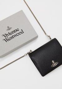 Vivienne Westwood - SOFIA CARD CASE WITH CHAIN - Wallet - black - 3