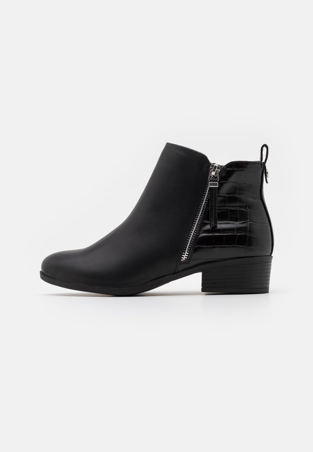 WIDE FIT MACRO SIDE ZIP  - Boots à talons - black