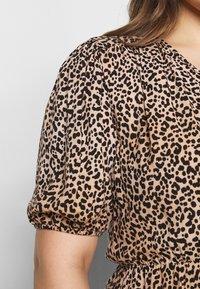 New Look Curves - SAMMIE LEOPARD PUFF SLEEVE - Blouse - pink pattern - 5