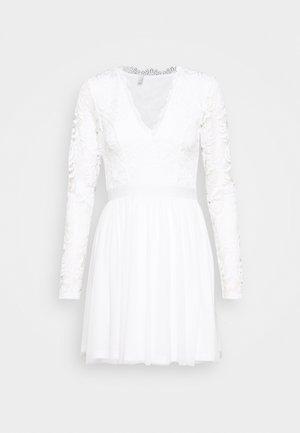 SCALLOPED DRESS - Sukienka koktajlowa - white