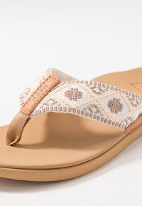 Reef - ORTHO-BOUNCE - Sandály s odděleným palcem - vintage white - 5