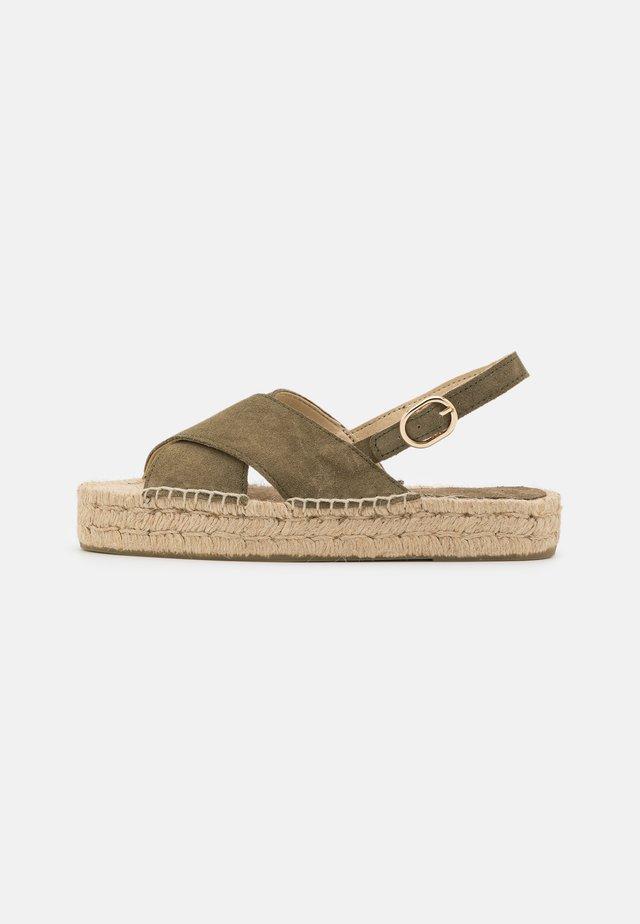 CROSSED FLAT - Korkeakorkoiset sandaalit - khaki