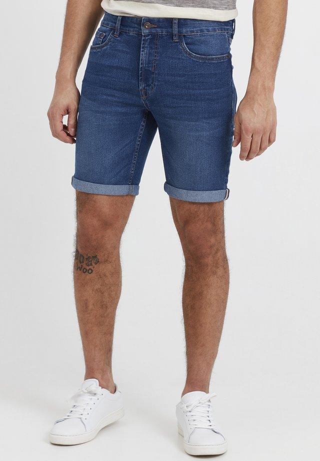 MOYAT - Shorts di jeans - middle blue denim