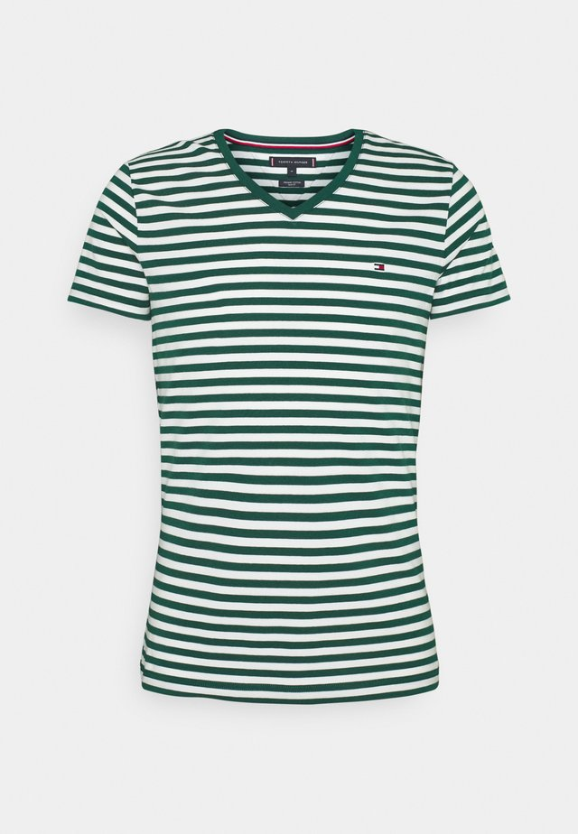 STRETCH V NECK TEE - Camiseta básica - rural green/ivory