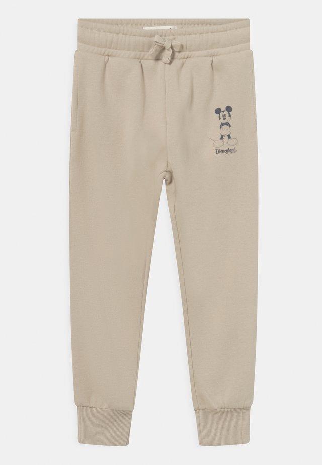 MINI LICENSE SLOUCH - Teplákové kalhoty - beige