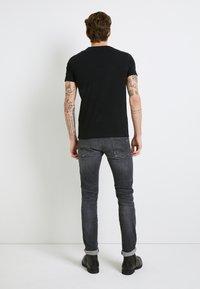 Replay - Camiseta estampada - black - 3