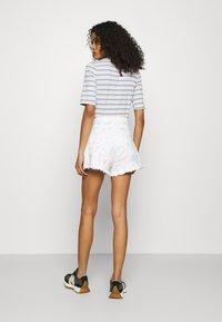 Abercrombie & Fitch - PRIDE CURVE LOVE MOM - Denim shorts - tie dye - 2