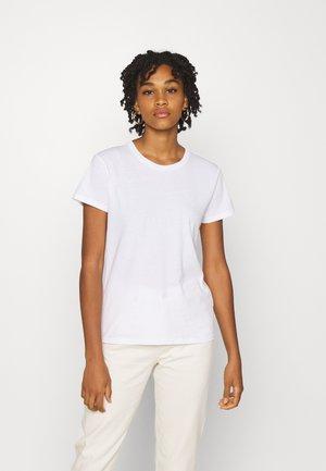 SLIM FIT TEE - Jednoduché triko - bright white
