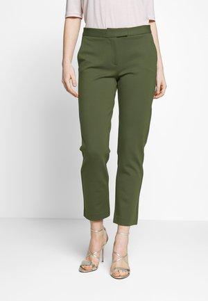 ELVE SLIM FIT TROUSER - Pantalones - ivy