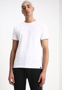 Mads Nørgaard - FAVORITE THOR - Jednoduché triko - white - 0