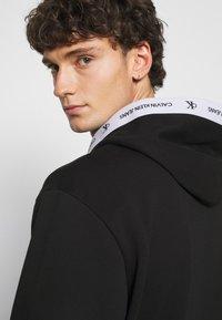 Calvin Klein Jeans - TAPE HOODIE - Sweatshirt - black - 4