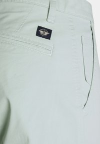 DOCKERS - ALPHA ORIGINAL SLIM - Pantalones chinos - aqua grey - 2
