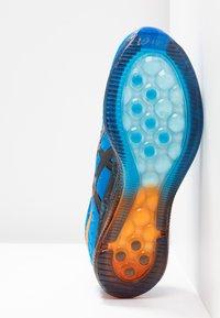 ASICS - GEL-QUANTUM INFINITY - Neutrální běžecké boty - electric blue/black - 4