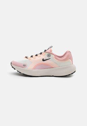 REACT ESCAPE RN - Neutral running shoes - sail/dark smoke grey/pink glaze/crimson tint/phantom