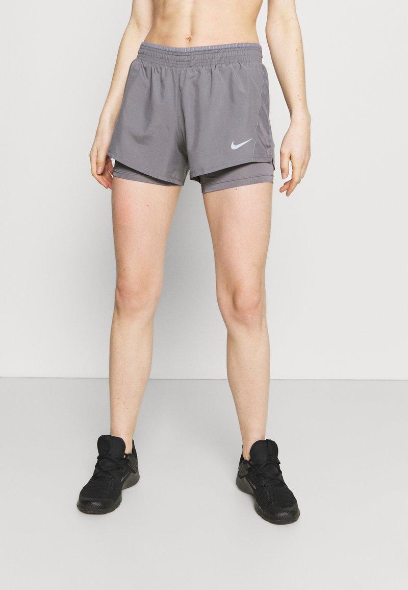 Nike Performance - 10K SHORT - Pantalón corto de deporte - gunsmoke/wolf grey