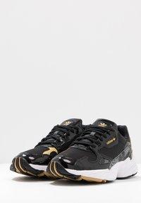 adidas Originals - Sneakersy niskie - core black/footwear white/gold metallic - 4