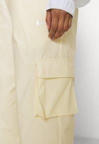 Nike Sportswear - Cargobroek - coconut milk/pale vanilla - 7