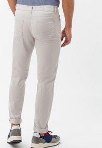 BRAX - STYLE CADIZ - Slim fit jeans - sand - 2