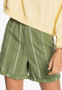 Roxy - DIAMOND GLOW - Shorts - vineyard green - 4