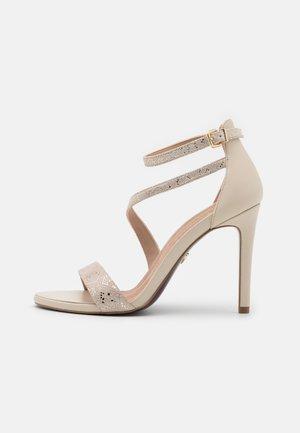 Sandały na obcasie - light gold