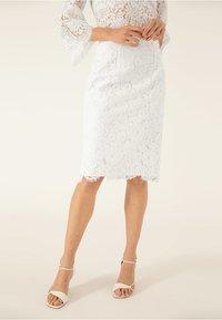 IVY & OAK BRIDAL - Pencil skirt - snow white - 0