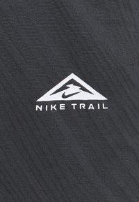 Nike Performance - TRAIL - Camiseta de deporte - black/dark smoke grey - 6