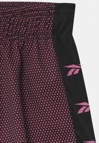 Reebok - CONTRAST UNISEX - Sportovní kraťasy - shock pink - 2