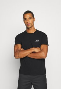Alpha Industries - BASIC SMALL LOGO FOIL PRINT - Basic T-shirt - black/metalsilver - 0
