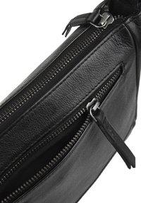 FREDsBRUDER - EASY PEASY - Across body bag - black - 4
