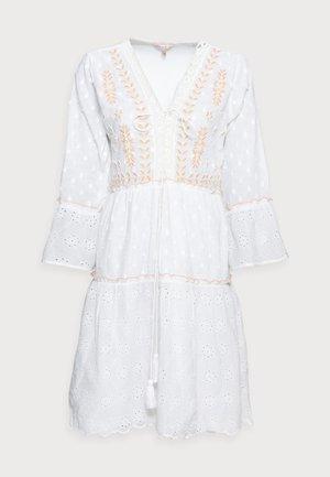 DRESS EMBROIDERY PLUMETIS - Day dress - white