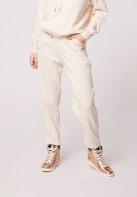 Morgan - HOSEN - Leggings - Trousers - white denim - 0