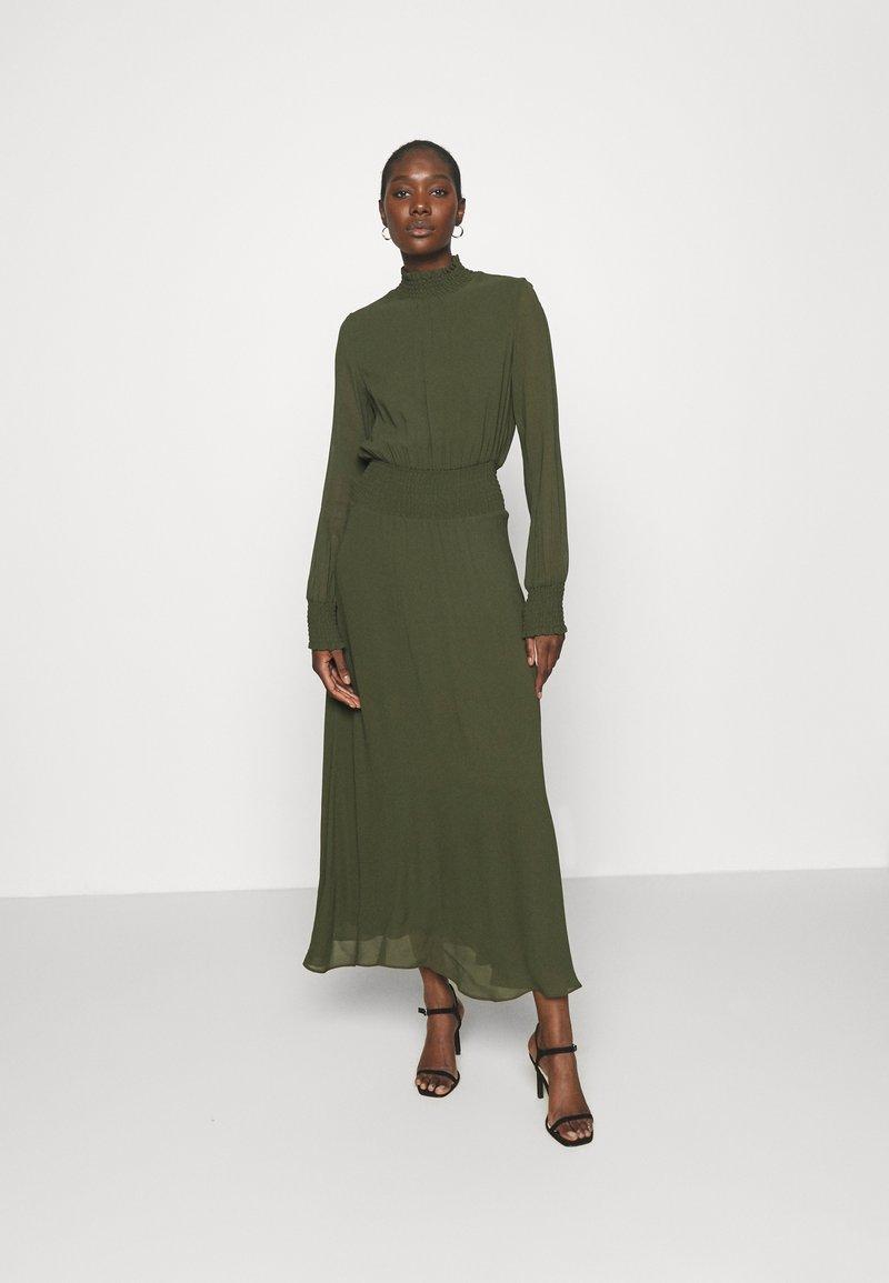 IVY & OAK - RAPA - Maxi šaty - dark olive
