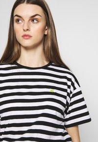 Carhartt WIP - SCOTTY - Print T-shirt - black/white - 4