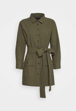 BELTED DRESS - Košilové šaty - olive