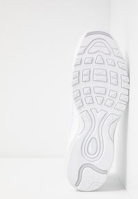 Nike Sportswear - AIR MAX 98 - Zapatillas - white/pure platinum/black/reflect silver - 5