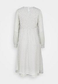 Vero Moda Petite - VMSIFFY SMOCK CALF DRESS  - Jurk - snow white/black - 1