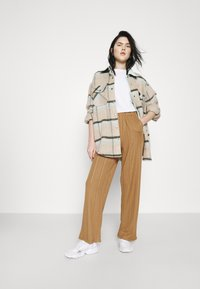 JDY - JDYBINA WIDE LOUNGE PANT - Trousers - toasted coconut - 1