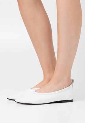 POINTY - Ballet pumps - white