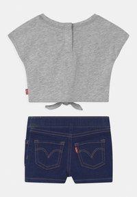 Levi's® - TIE FRONT SET - Print T-shirt - light gray heather - 1