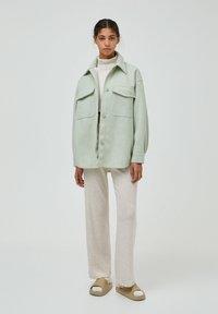 PULL&BEAR - Halflange jas - green - 1