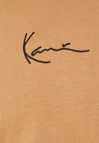 Karl Kani - SMALL SIGNATURE TEE UNISEX - Print T-shirt - beige - 6