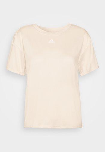 3 STRIPES DESIGNED4TRAINING AEROREADY - T-shirts med print - white