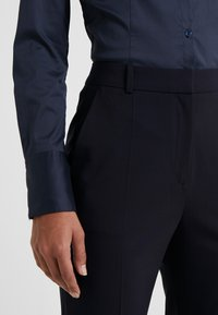 HUGO - THE REGULAR TROUSERS - Tygbyxor - navy - 4
