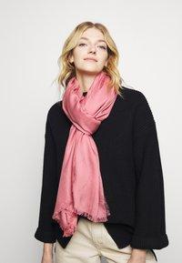 HUGO - LOGO WRAP - Foulard - pink - 0
