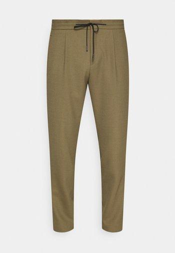 HELIOS - Trousers - open green