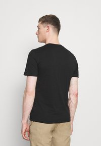 Calvin Klein - STRIPE LOGO - T-shirt con stampa - black - 2