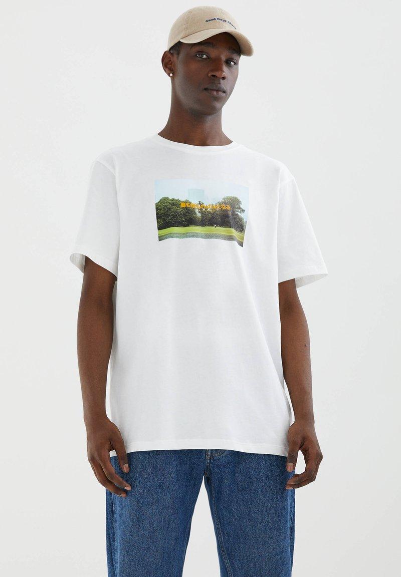 PULL&BEAR - Printtipaita - white