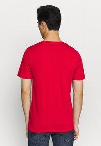 Jack & Jones - JJELOGO TEE - T-shirt imprimé - tango red - 2