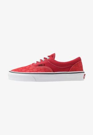 ERA - Trainers - pompeian red/true white